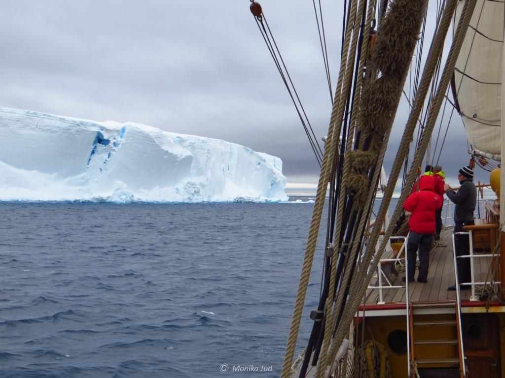 Bark Europa vor Eisberg