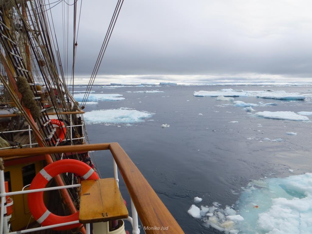 das Eis wird dichter: Bark Europa im Weddell-Meer