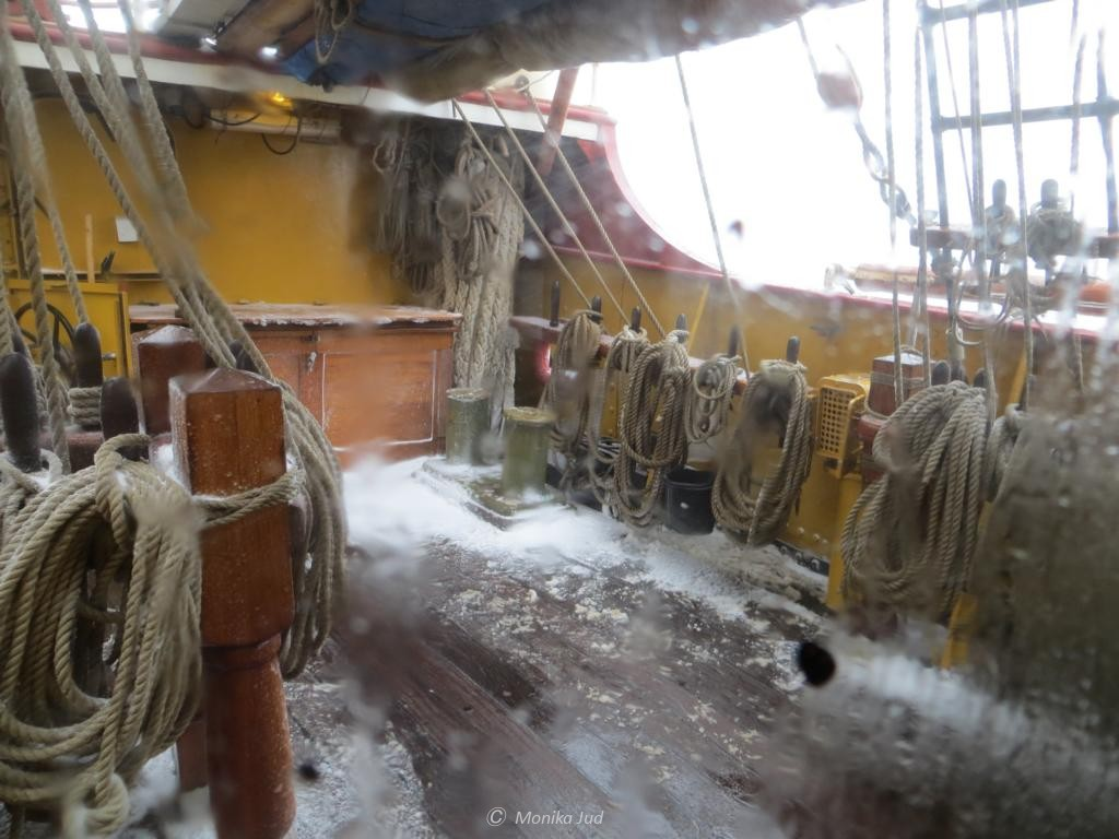 Schnee und Eis an Deck der Bark Europa