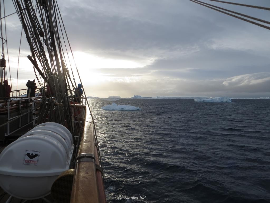Bark Europa im Weddell-Meer bei Sonnenuntergang