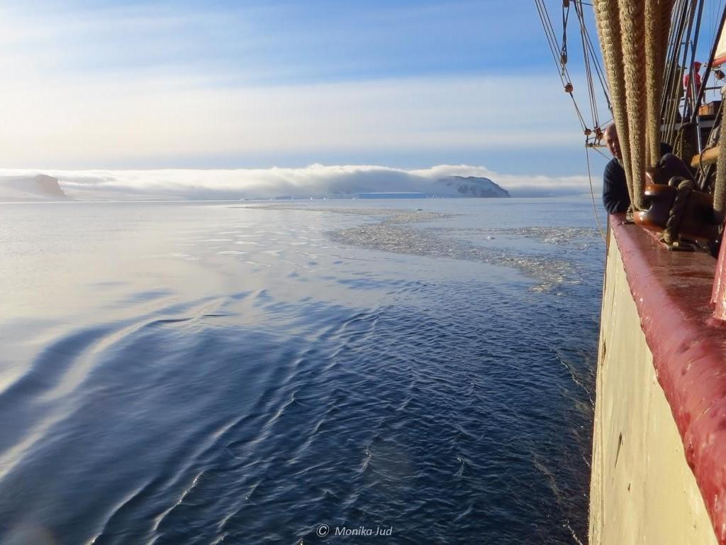 Bark Europa bei Sonnenschein im Weddell-Meer