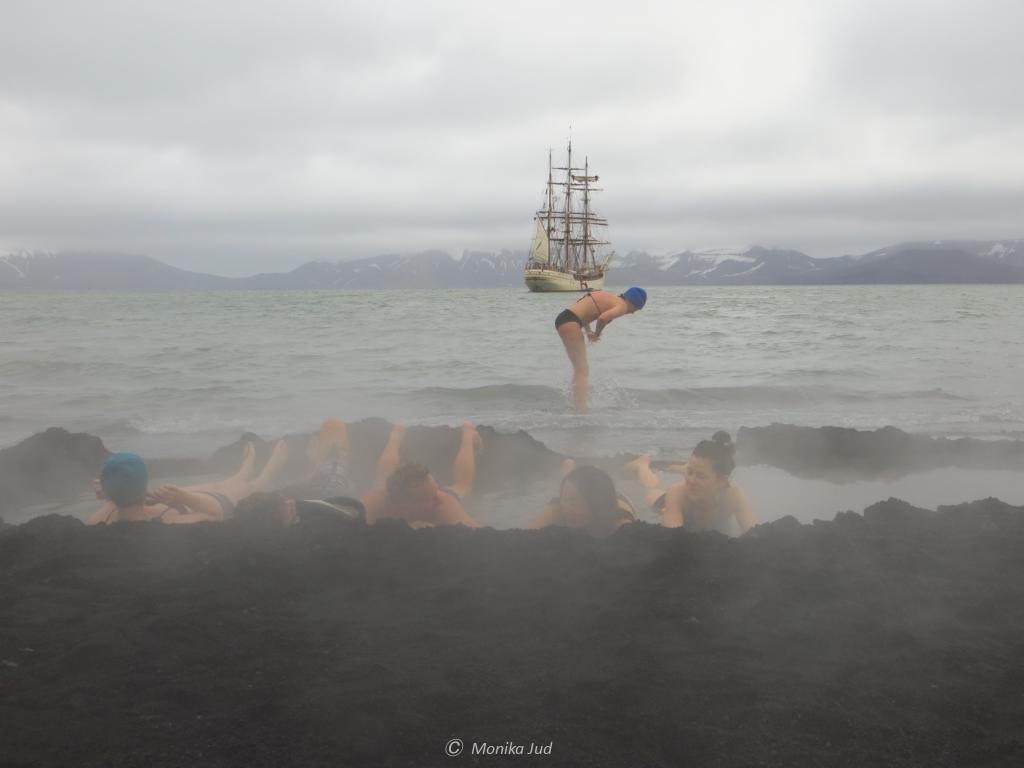 Thermalbad in der Antarktis: Pendulum Cove auf Deception Island