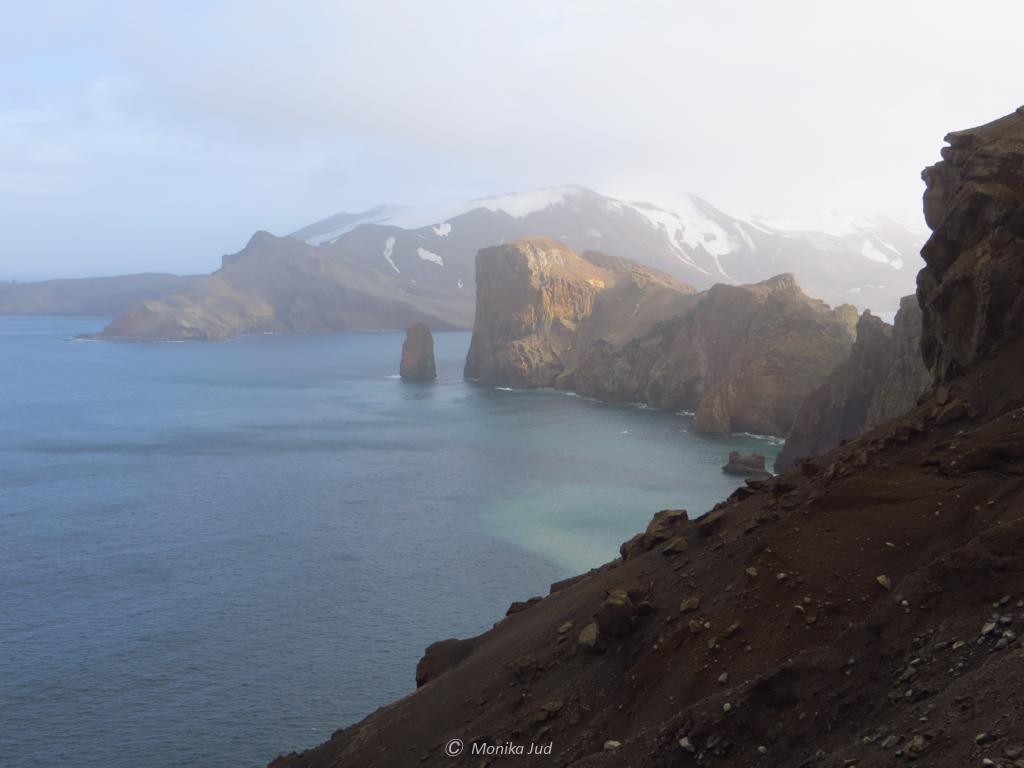 Sicht vom Rand der Caldera: die Einfahrt nach Deception Island