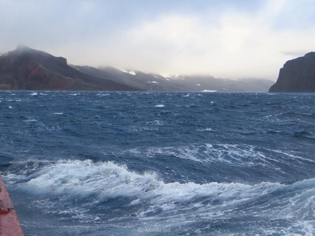 Deception Island - die Einfahrt