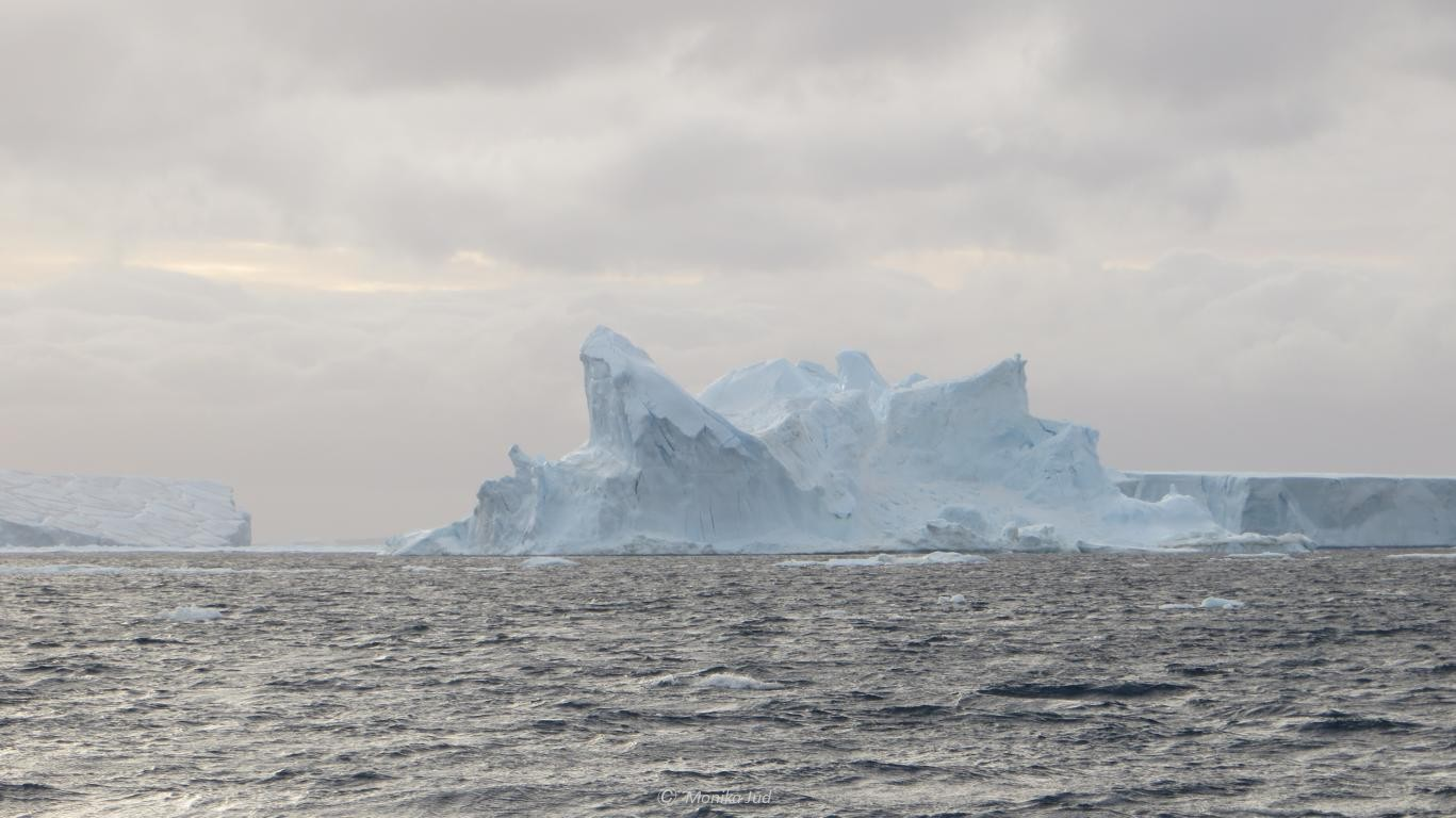 Eisberg mit bizarrer Form