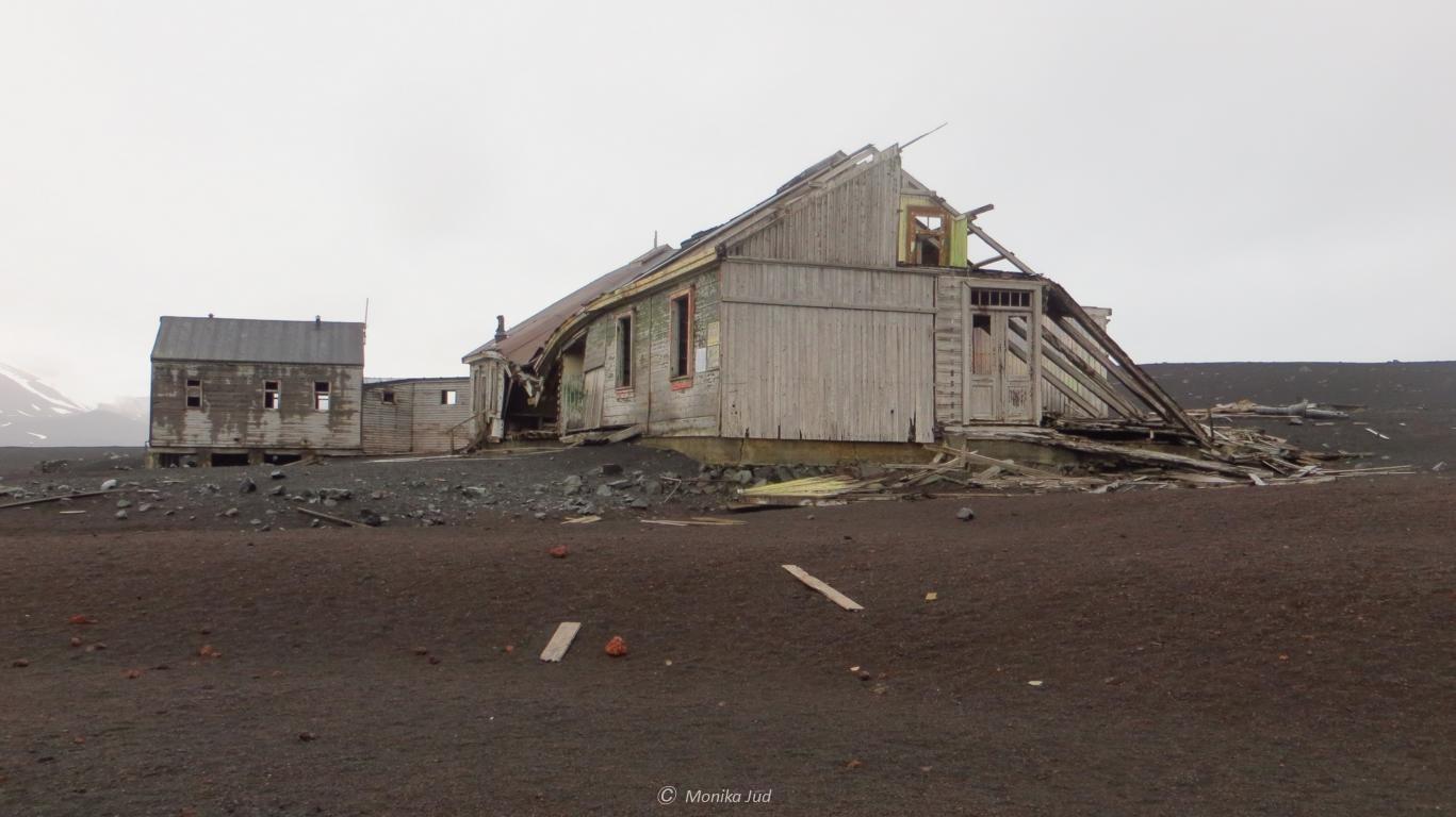 zerfallene Hütten der alten Walfangstation in der Whalers Bay