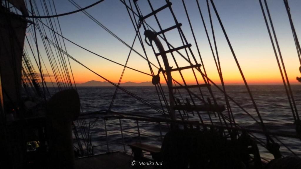 das Kap der guten Hoffnung zeigt sich im Morgenrot - es wird der letzte Tag auf See
