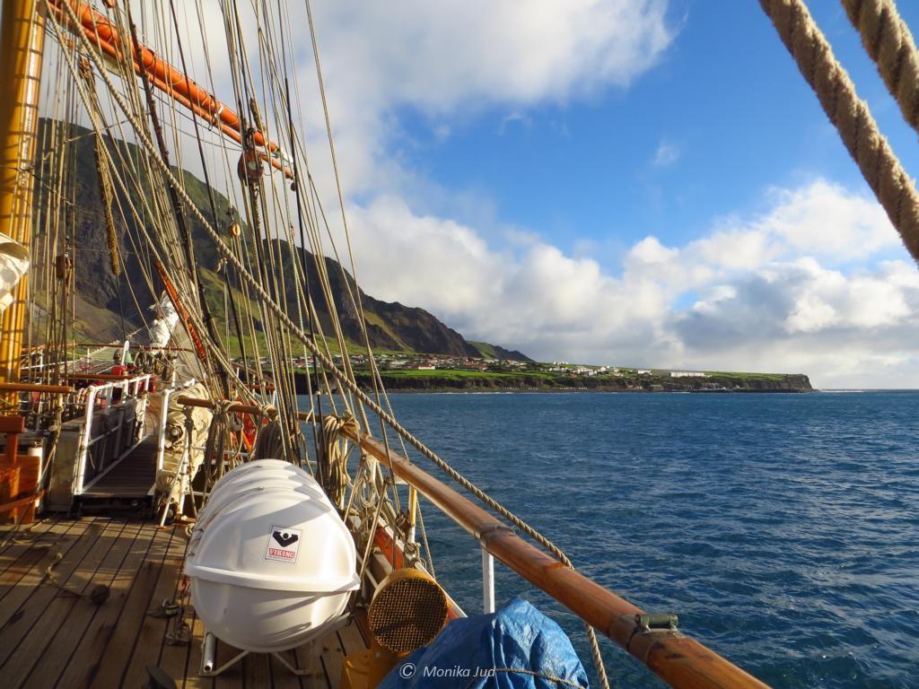 Tristan da Cunha - vor Anler im Sonnenschein