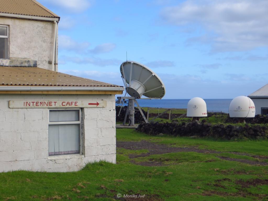 so sieht ein Internet-Café mitten im Atlantik aus